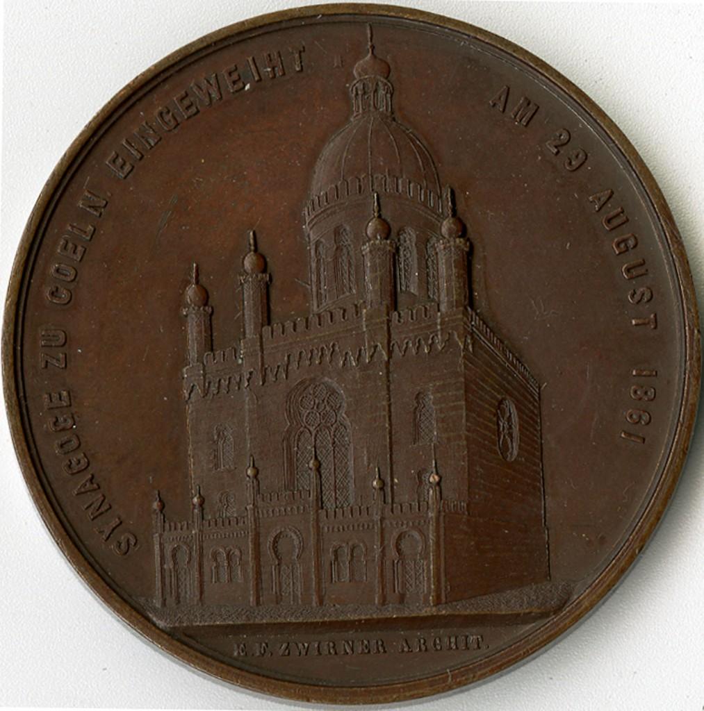 Bronze medal obverse shows synagogue exterior